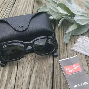 NWT WOMENS RAY BAN SUNGLASSES WITH CASE